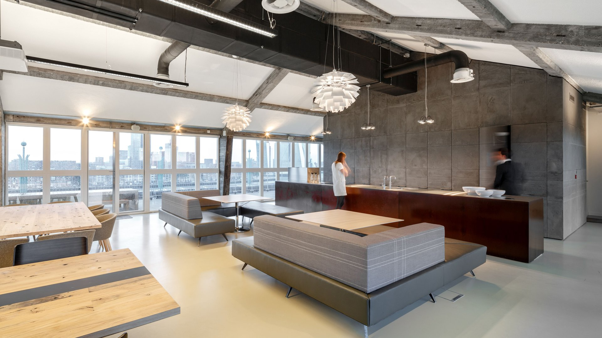 For EY Parthenon, Fokkema Architects realised a bright and surprising office environment, with a renovation of de nieuwe bank building in Rotterdam.